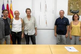 Tur Costa dona una pintura al Consell de Formentera