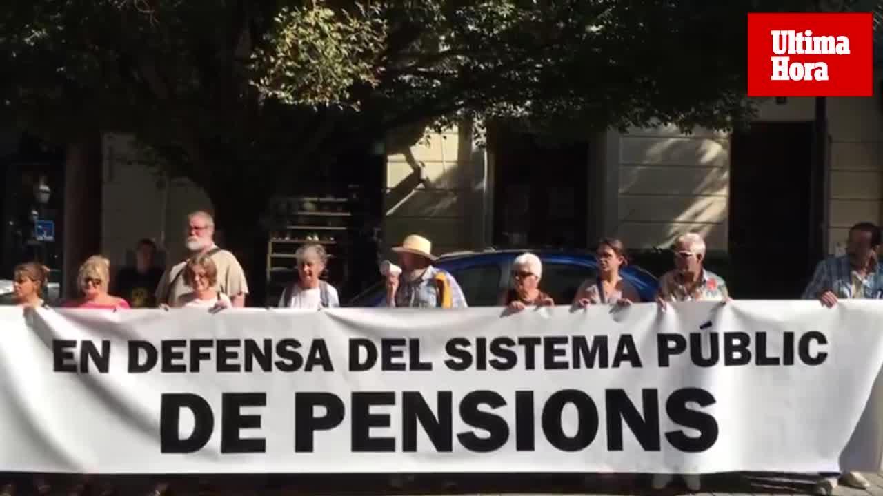 Los pensionistas protestan en Palma y anuncian acciones en defensa del sistema