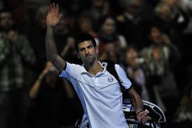 Djokovic cae ante su compatriota Tipsarevic en la Copa de Maestros