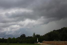 Probabilidad de chubascos y tormentas para este sábado en Baleares