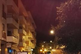 Herido grave un joven de 19 años tras precipitarse desde un segundo piso en Sant Antoni