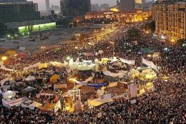 La plaza Tahrir exhibe su fuerza en un renovado desafío al poder militar
