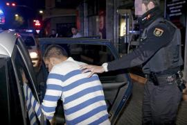 Veinte rumanos atacan con palos a una pareja que estaba dentro de un coche en Palma