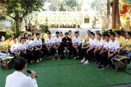 Los niños tailandeses recatados de la cueva vuelven a la «normalidad»