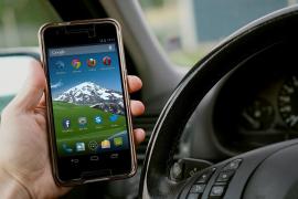 La DGT intensifica desde este lunes los controles para evitar el uso del móvil en conductores