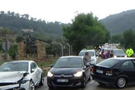 Un coche embiste a otro entre el Puerto de Andratx y Sant Elm