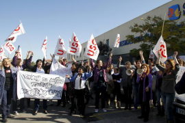Trabajadores de la residencia de la tercera edad protestan ante el impago de sus nóminas