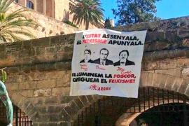 Denunciados tres miembros de Arran por la pancarta que calificó a Pericay, Bauzá y Campos de «fascistas»