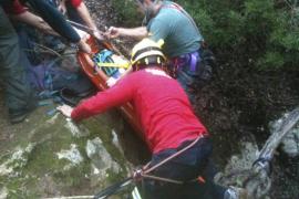 Rescatado un hombre que cayó en una cueva en Esporles