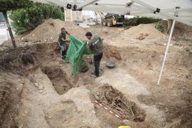 Hallan los tres primeros cuerpos en la exhumación de la fosa de Marratxí