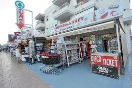 Los comerciantes denuncian «una de las peores temporadas de la historia» en Platja d'en Bossa