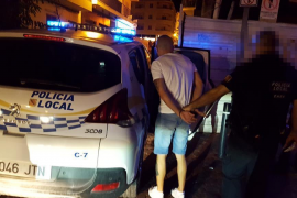 Sorprendido vendiendo gas de la risa cerca de un parque infantil de Sant Antoni