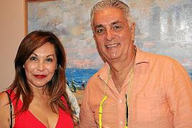 Los escritores Patricia Chinchilla y Carlos Ordinas.