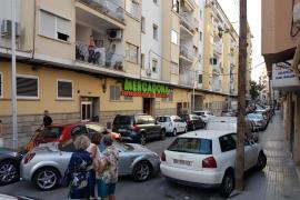 Una conductora golpea «haciendo eses» a diversos coches aparcados en Palma