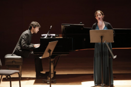 La soprano Maia Planas y el pianista Magi Garcías durante el recuerdo a Sergi Ramis