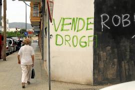 Vecinos de la calle Infante Pagano de Camp Redó denuncian que: «Aquí se vende droga»