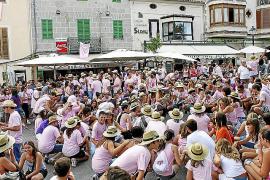 El club de fútbol de Sineu paga la deuda de los vasos y la barra de la fiesta del Much