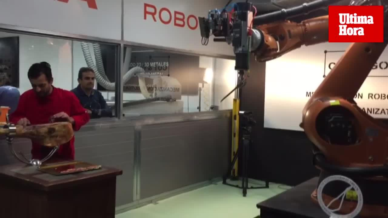 El hombre vence al robot de cortar jamón