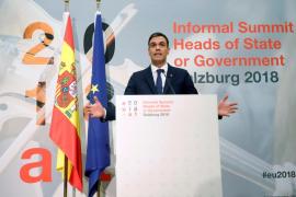 Vox se querella contra Sánchez por su tesis y por «promocionar» a su mujer