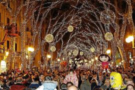 Cort adelanta la fiesta del encendido navideño por los niños