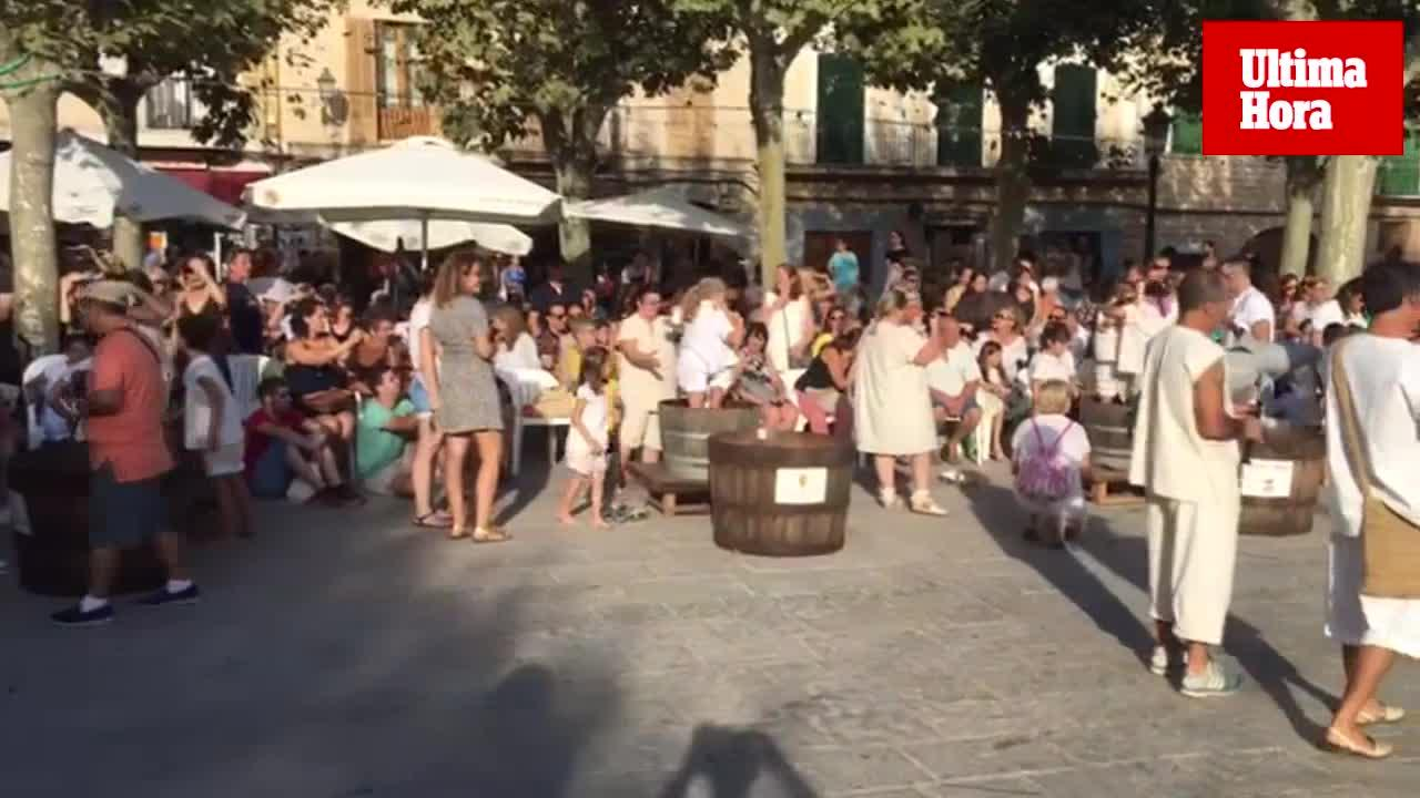 Récord de participantes en el concurso de pisar uva de Binissalem