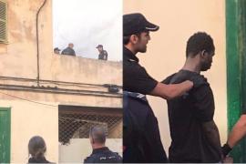 Un hombre se atrinchera con un cuchillo en la azotea de una casa 'okupa' en Palma