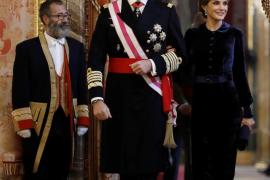 Felipe VI sube el sueldo a la Familia Real