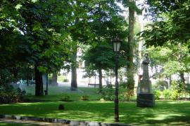 Una pareja de septuagenarios duerme dos noches en un parque de Oviedo tras ser desahuciados