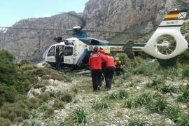 Rescatan en helicóptero a un montañero de 80 años que ha sufrido una caída en Deià