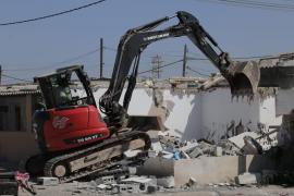 Este miércoles continúa el desmantelamiento de Son Banya con el derribo de tres viviendas