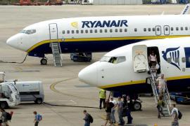 Ryanair rebaja a 150 el número de vuelos cancelados por la huelga de este viernes