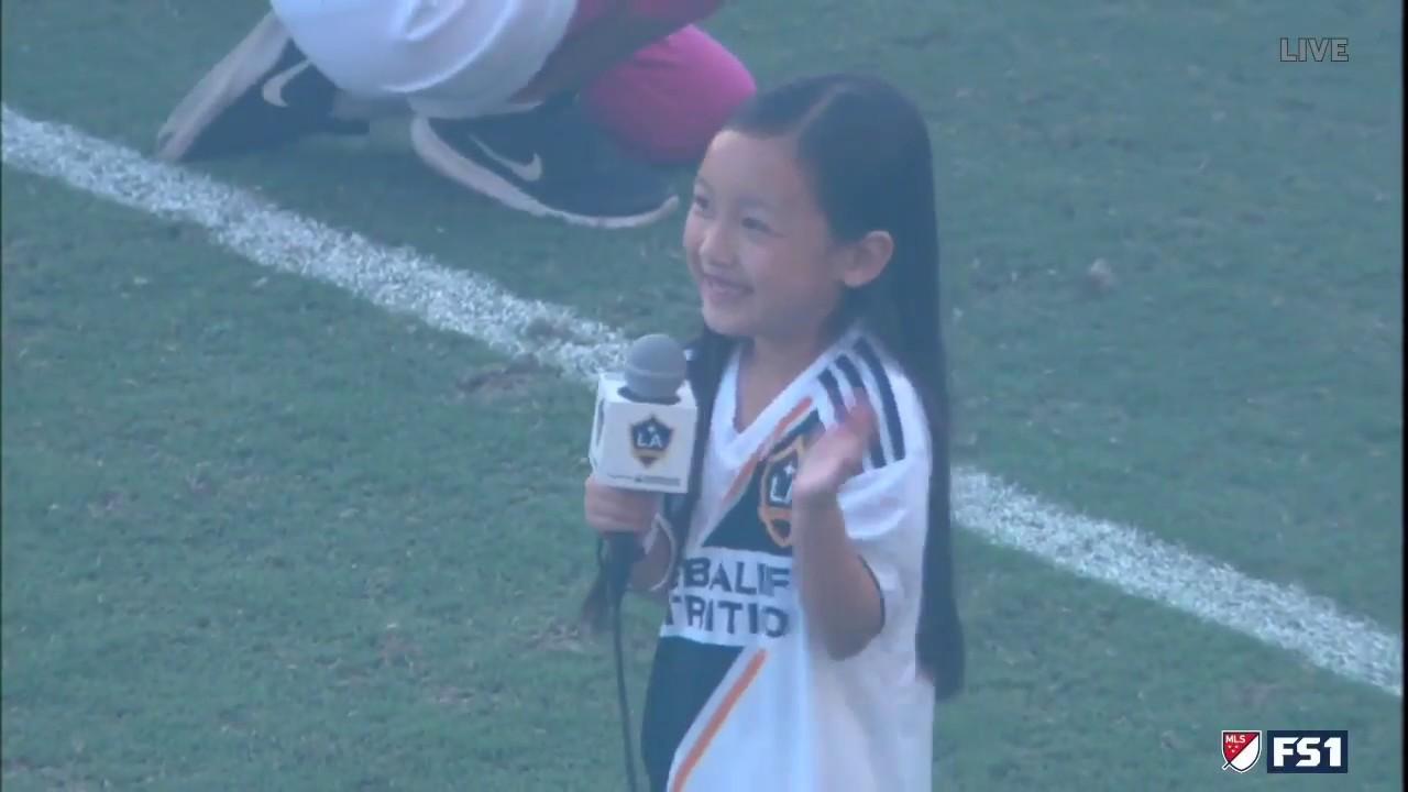 Una niña de 7 años ha revolucionado las redes con su interpretación del himno de los EEUU