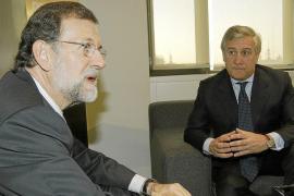 Rajoy propondrá hoy a los agentes sociales simplificar contratos y flexibilizar convenios