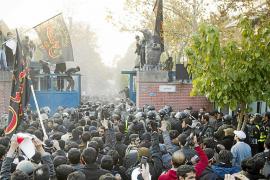Estudiantes islámicos asaltan la Embajada británica en Teherán