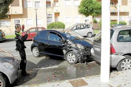 Un conductor se estrella en la calle Jacinto Verdaguer al colarse un insecto en el coche