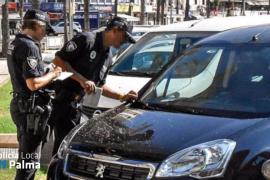 La Policía de Palma sanciona a más de mil coches de alquiler por aparcar en la calle
