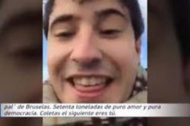 Archivada la denuncia de Puigdemont contra dos jóvenes por amenazarle subidos a un tanque