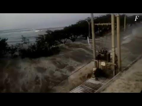 Un tsunami azota una ciudad de Indonesia tras un seísmo de 7,5 grados