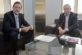 Rajoy exige un acuerdo sobre la reforma laboral para Reyes