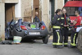 Una mujer de 74 años de edad fallece en Sóller al estrellarse un coche contra una casa