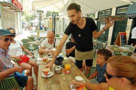 La mitad de los contratos firmados este verano en Baleares han sido de menos de tres meses