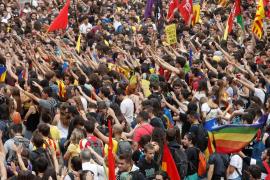 Miles de estudiantes se manifiestan en Barcelona para pedir la validez del 1-O