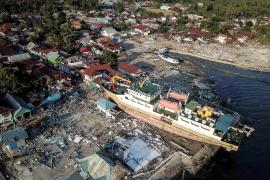 Los muertos por los terremotos y el tsunami en Indonesia ascienden a más de 1.200
