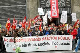 Catalunya propone reducir interinos, congelar oposiciones y bajar sueldos