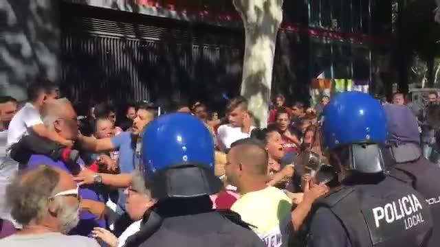 Vecinos de Son Banya protestan en las Avenidas por los derribos