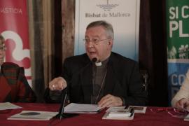 El obispo de Mallorca califica de «ayuda» la renta al expárroco pederasta