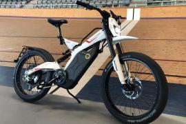El Palma Arena adquiere su primera moto para entrenamientos de ciclismo en pista