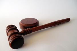 Una víctima denuncia a un juez que la llamó «bicho» e «hija puta»
