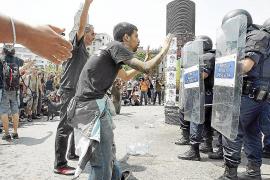 Un juez investiga a los mandos policiales por la carga en la plaza de Catalunya