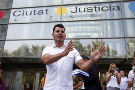 El supuesto hijo de Julio Iglesias pide una nueva prueba de ADN y que se señale ya fecha de juicio